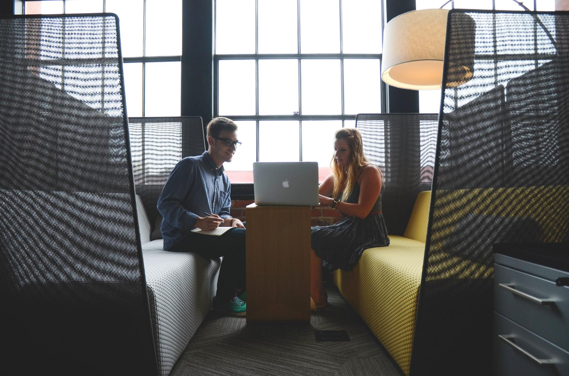Ambiente laboral sería clave para ser feliz en el trabajo